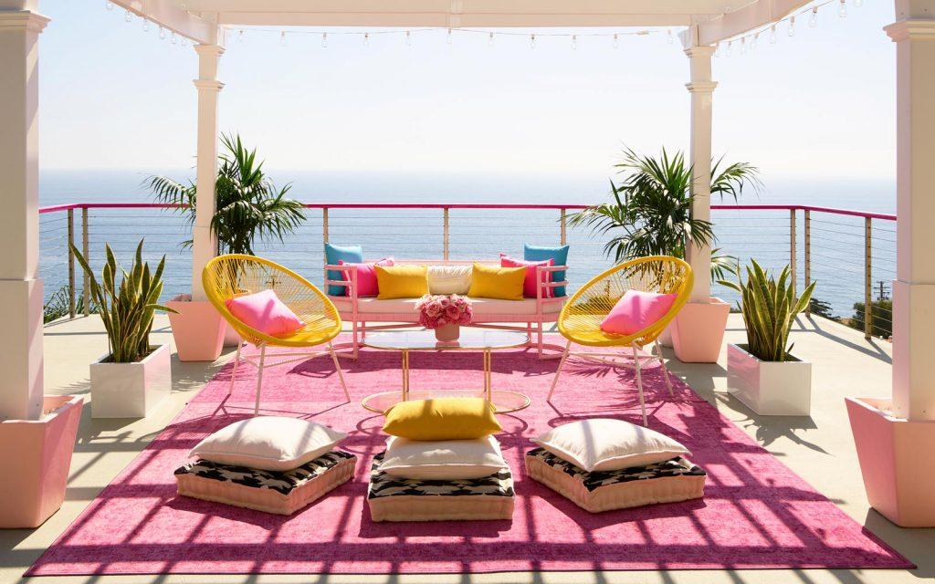 คุณสามารถอยู่ใน Malibu Dreamhouse ในชีวิตจริงของบาร์บี้ได้